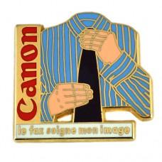 ピンバッジ・キャノン黒いネクタイと青いシャツ服CANON