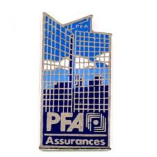 ピンズ・ビル高層建築ラデフォンス青空パリ窓