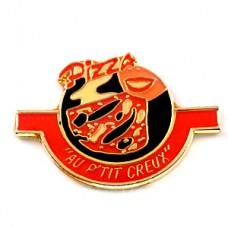 ピンズ・ピザをかじる赤いセクシー唇