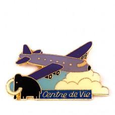 ピンズ・紫色の飛行機と雲とマンモスゾウ象