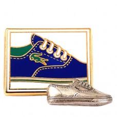 ブローチ・ラコステのスニーカー靴