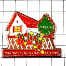 ピンズ・花の咲き乱れる庭グリーン赤い屋根の家