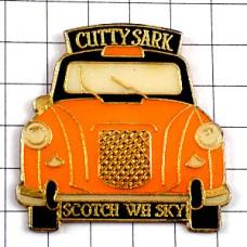 ピンズ・カティサーク酒ウイスキー車タクシー黄色イエローキャブ一台
