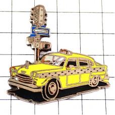 ピンズ・ニューヨークのタクシー車イエローキャブ信号