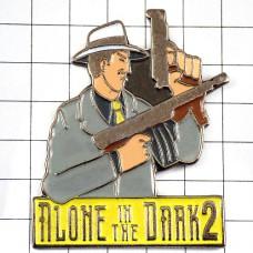 ピンバッジ・映画『アローンインザダーク2』武装した男