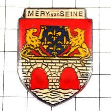 ピンバッジ・ライオンと橋と百合の紋章