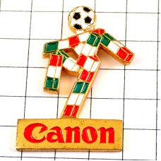 ピンズ・イタリアサッカー球ワールドカップ大会キャノン写真