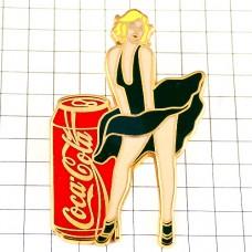 ピンズ・コカコーラ缶セクシー緑のドレス女の子マリリンモンロー風