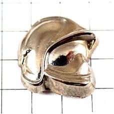 ピンズ・消防士のヘルメット銀色