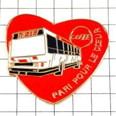 ピンバッジ・白いバスと赤いハート車