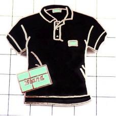 ピンバッジ・黒いポロシャツ洋服