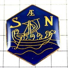 ピンバッジ・船ボートと方位SN南北