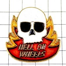 ピンズ・バイク二輪ドクロ骸骨スカル車輪の上の地獄オートバイ炎
