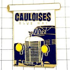 ピンズ・ゴロワーズ煙草タバコと青い車