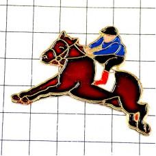 ピンズ・競馬の馬に乗る騎手