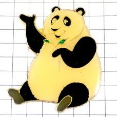 ピンバッジ・笹の葉とパンダお座り