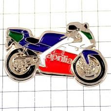 ピンズ・アプリリア二輪イタリアのバイクオートバイ一台
