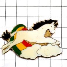 ピンズ・白い馬2つの雲と虹