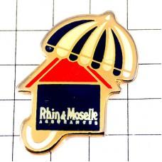 ピンバッジ・縦縞の傘ラン=エ=モゼル保険会社