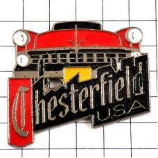 ピンバッジ・赤いアメ車アメリカ/USAチェスターフィールド煙草