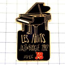 ピンズ・黒いグランドピアノ酒J&B楽器ジャズとブギ音楽