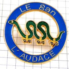 ピンズ・ローラースケート緑色のヘビ蛇