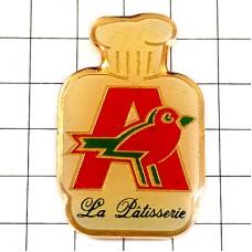 ピンバッジ・赤い小鳥Aとパティシエの帽子お菓子職人