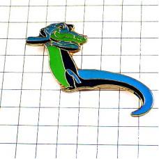 ピンバッジ・青と緑色のワニ鰐わに長い尻尾