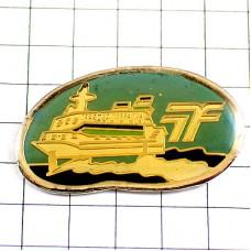 ピンズ・大型のフェリー客船