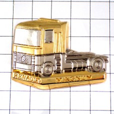 ピンバッジ・ルノー金色トラック車マグナム銀色