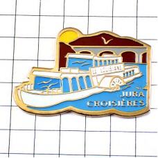 ピンズ・ジュラ地方の遊覧船ボート橋や夕日