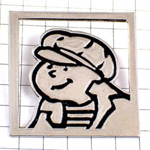 ピンバッジ・ベレー帽にボーダーシャツ男の子フランス人