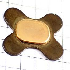 ピンズ・金色と金属パーツ部品