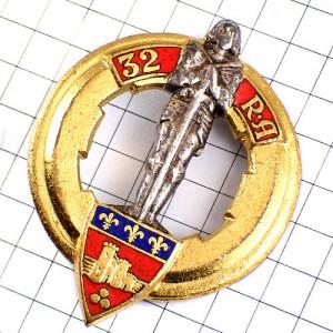 ブローチ・フランス軍ミリタリー第32砲兵連隊シュバリエ甲冑の騎士と紋章