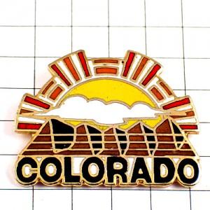 ピンバッジ・コロラド州アメリカ/USA山と太陽