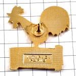 ピンバッジ・金色の雄鶏ニワトリ鳥コニャック酒