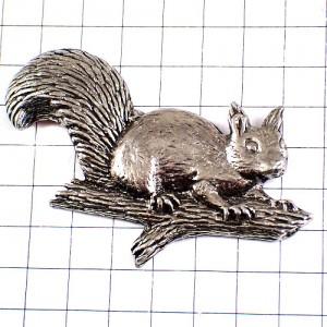ピンズ・栗鼠リス枝の上ピューター製