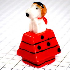 フェブ・スヌーピー赤い犬小屋の上でパイロット飛行機乗り
