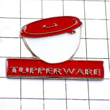 ピンバッジ・タッパーウエア赤い容器キッチン調理器具