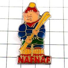 ピンバッジ・ブタのスキーヤー豚ナフナフ洋服