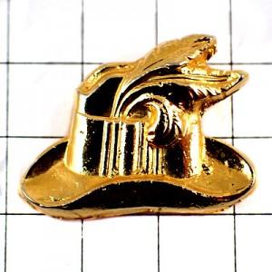 ピンバッジ・羽根飾りの付いた帽子ゴールド金色