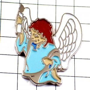 ピンバッジ・エンジェル天使ロウソクを片手
