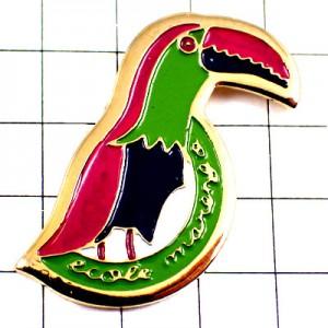 ピンバッジ・熱帯の鳥グリーンやピンク極彩色