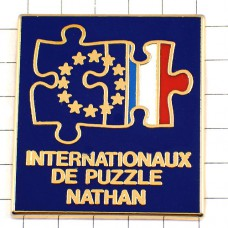 ピンズ・パズルになったフランス国旗EU欧州連合ヨーロッパ星の旗ナタン出版社