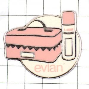 ピンズ・エヴィアン化粧品とポーチ薄いピンク色