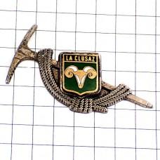 ブローチ・アルペン登山の杖とラクリュサ羊の紋章シルバー銀色
