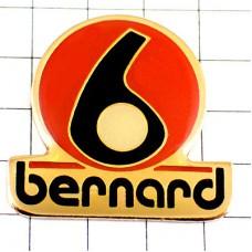 ピンバッジ・ベルナールの「b」小文字