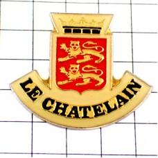 ピンバッジ・カマンベール紋章ライオン2頭と王冠