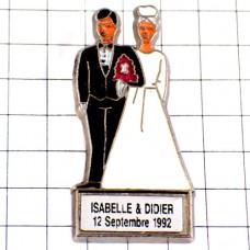 ピンバッジ・結婚する二人カップル新郎新婦