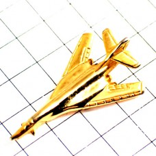 ピンバッジ・金色の飛行機ゴールド戦闘機立体型